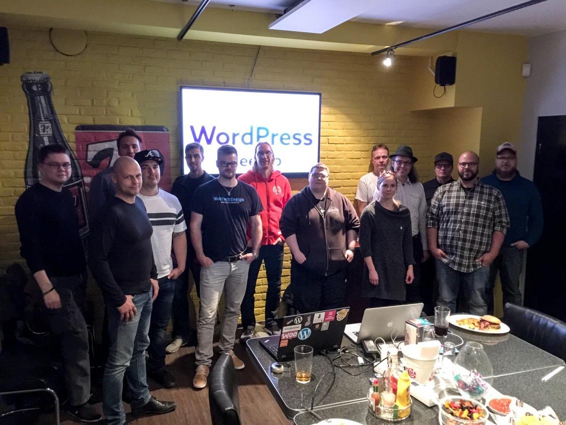 Ensimmäisen Seinäjoki WordPress Meetupin porukka — allekirjoittanut kameran takana.